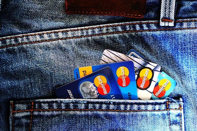 4 karty v kapse