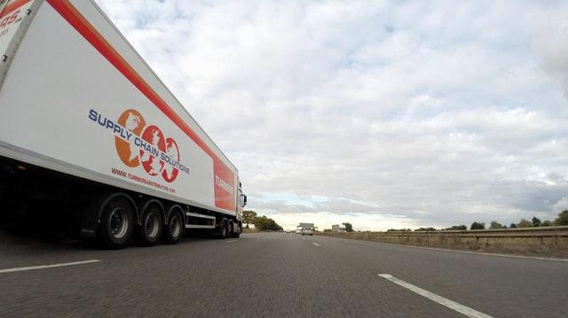 Půjčovna dodávky Brno je řešení, jak se vyhnout stresu při stěhování